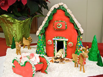 christmas-gingerbread-house-doghouse