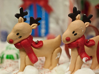 christmas-gingerbread-house-reindeer