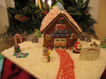 christmas-gingerbread-house-santas-workshop