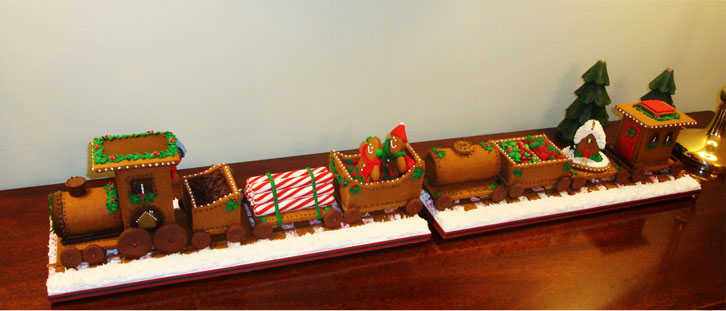 christmas-gingerbread-house-train-full